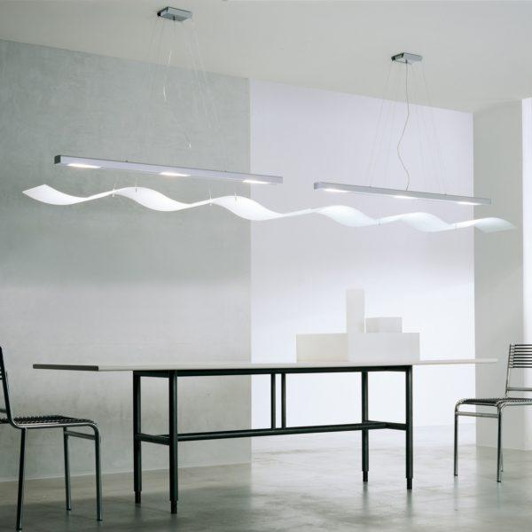 bord med en lampa